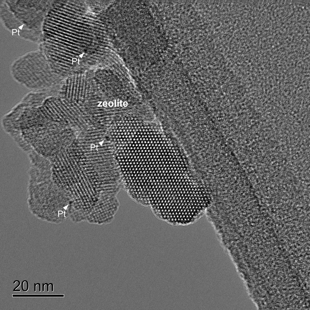 High resolution image of a zeolite sample containing small metal Pt particles